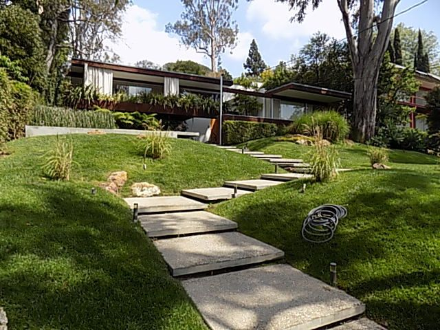 Richard Neutra's homes emphasized glass, water, and greenery to put residents close to nature.