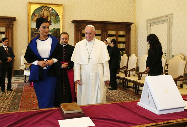 Qatar's Sheikha Mozah wore just a splash of white when she met Pope Francisin his private library in 2016.