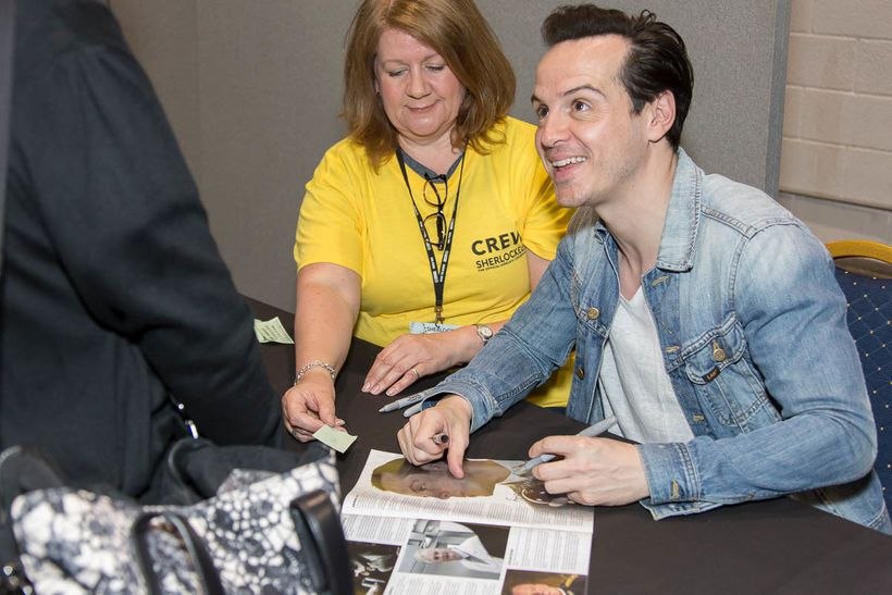 <strong>Andrew Scott (Moriarty) proves congenial IRL!</strong>