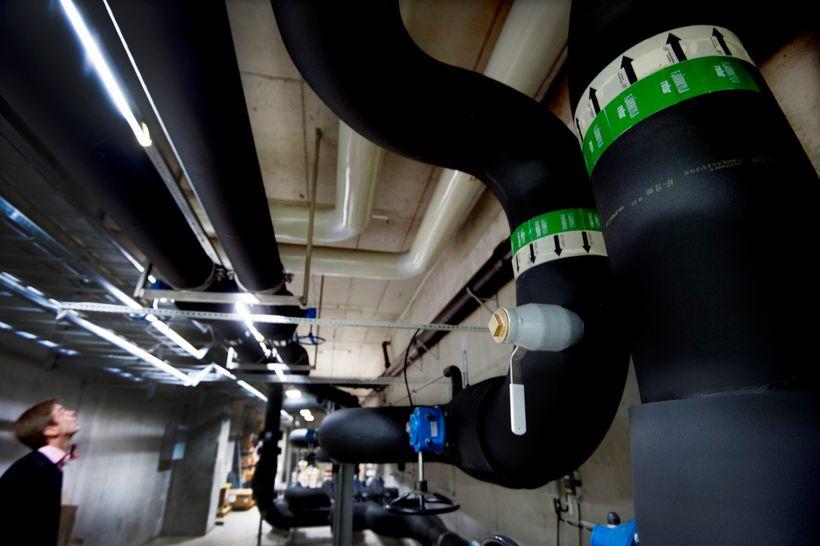 <em>Top</em>: Interxion's data centre in northern Stockholm. <em>Bottom</em>: The company's heat recovery system where the e