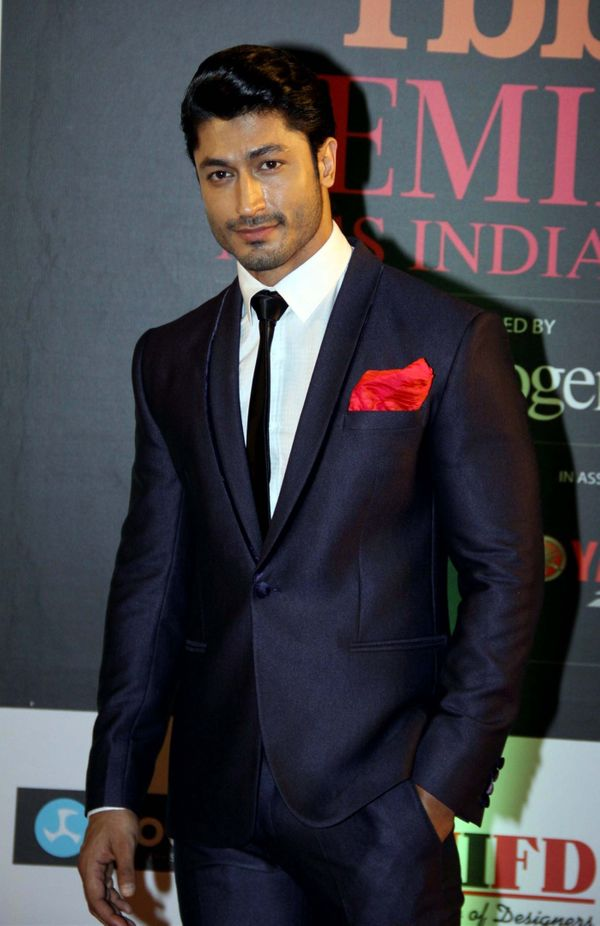 """Vidyut Jammwal is known as the""""The New Age Action Hero of Bollywood."""" We need a hot hero like him in Hollywood too, tho"""