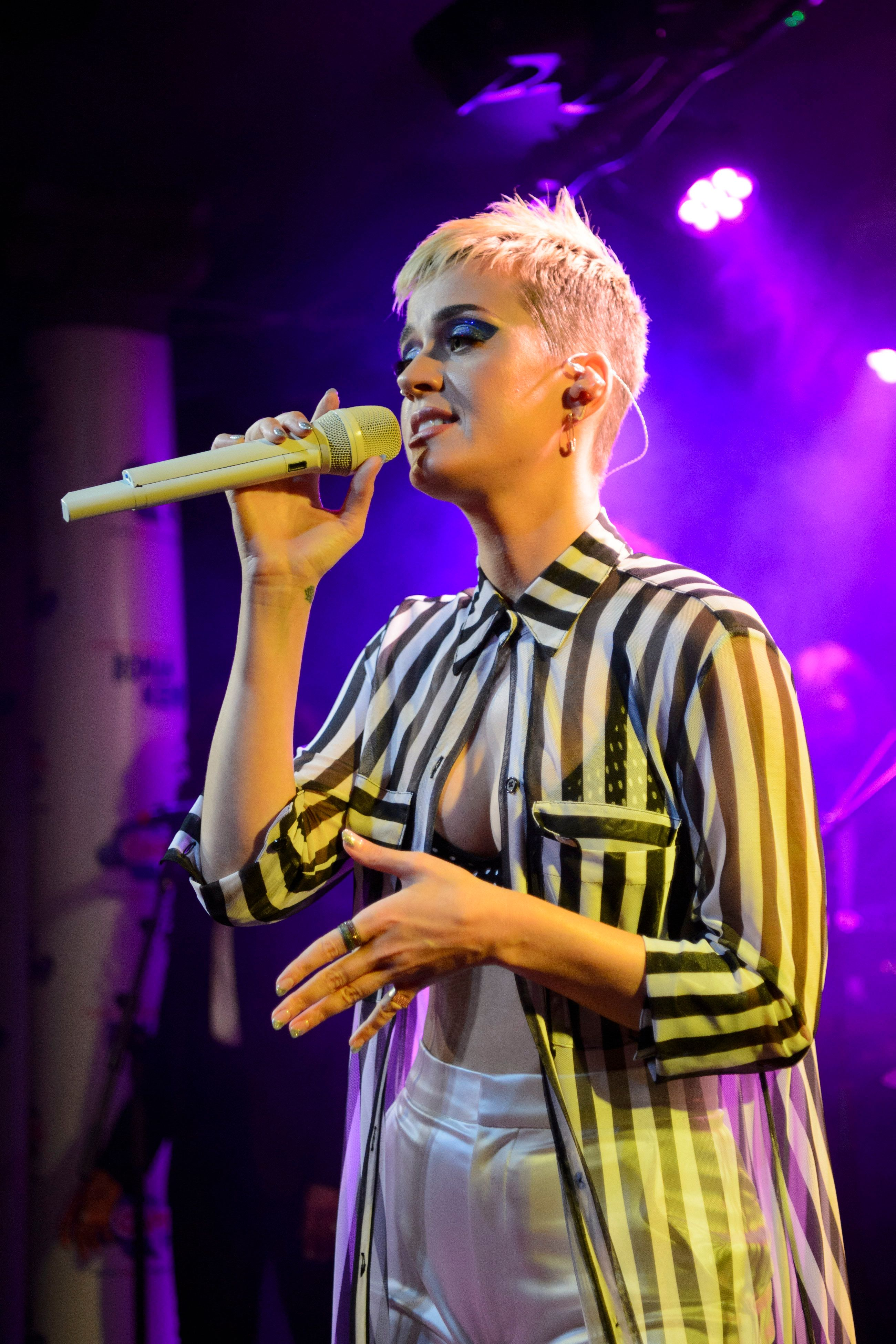 Katy Perry Breaks Down In Tears At London Gig As She Pays Tribute To Manchester Bombing