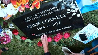 Fans visit the grave of Chris Cornell at Hollywood Forever Cemetery following a funeral service earlier in the day for the Soundgarden frontman on May 26, 2017 in Los Angeles, California. / AFP PHOTO / FREDERIC J. BROWN        (Photo credit should read FREDERIC J. BROWN/AFP/Getty Images)