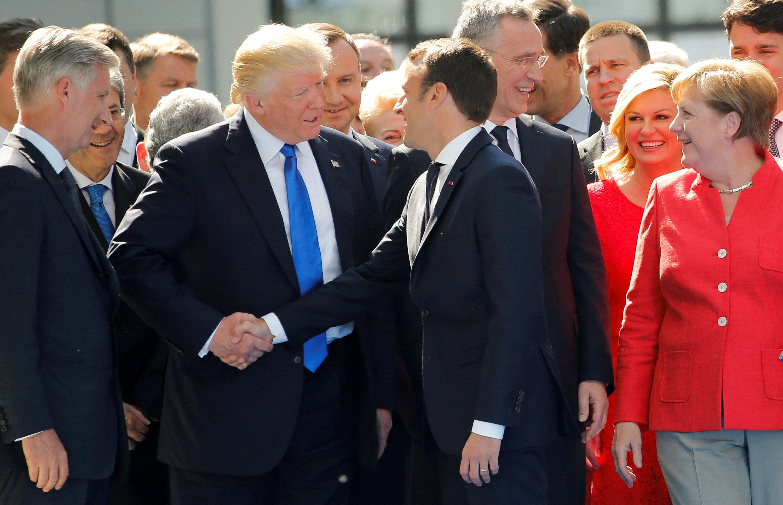 A loucura e a ciência por trás do aperto de mão de Donald