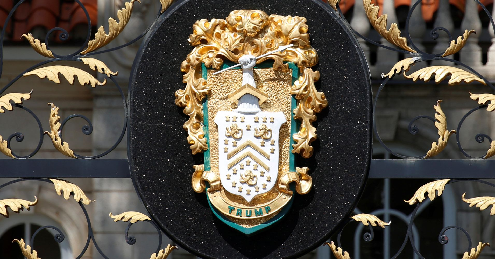 Trump Copied Another Family S Coat Of Arms Huffpost