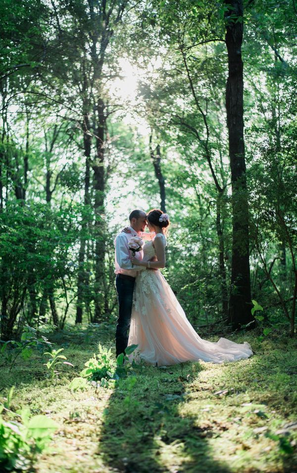 """""""Andrea Murphy and John Haren were married at the Murphy Farm in Etowah, Tennessee near Starr Mountain on May 21!"""" --<i"""