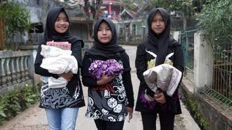 (L-R) Firdda Kurnia, Euis Siti Aisyah, and Widi Rahmawati, members of the metal hijab band Voice of Baceprot walk before they pray at a mosque in Garut, Indonesia, May 14, 2017. REUTERS/Yuddy Cahya
