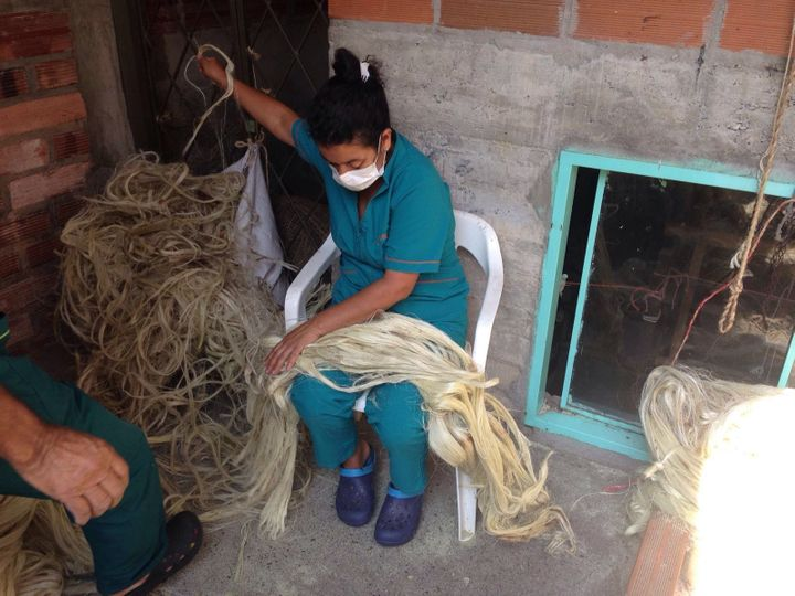 The artisans handle the fique fibers.