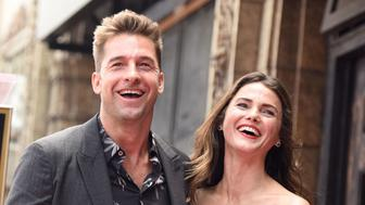 Actors Scott Speedman (L) and Keri Russell attend the star unveiling ceremony for Russell on the Hollywood Walk of Fame, May 30, 2017 in Hollywood, California.  / AFP PHOTO / Robyn Beck        (Photo credit should read ROBYN BECK/AFP/Getty Images)