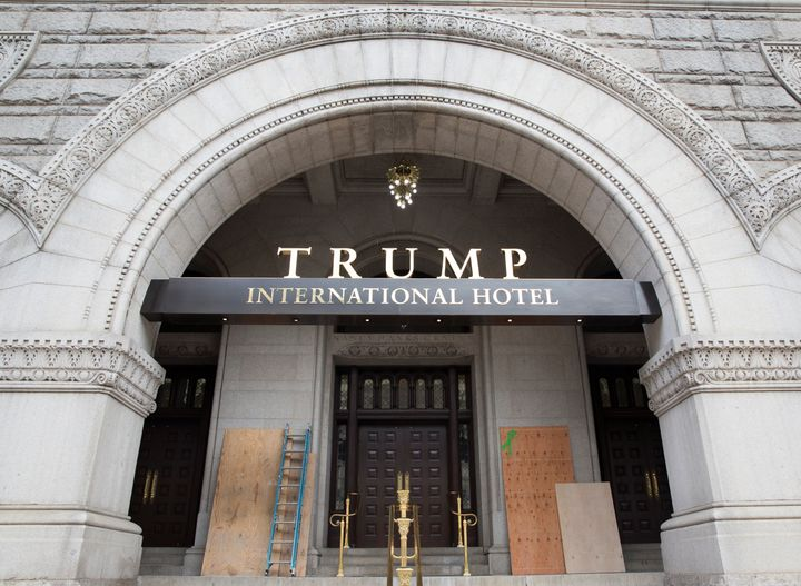 Man arrested at Trump hotel in DC with 2 guns