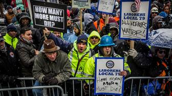 CITY HALL, NEW YORK CITY, NEW YORK, UNITED STATES - 2017/01/31: Over 30,000 members of New York City's Building Trades walked off their jobs, to rally outside of City Hall, calling for better safety legislation. In the past 2 years, 30 construction workers have died on job sites in New York City. (Photo by Michael Nigro/Pacific Press/LightRocket via Getty Images)