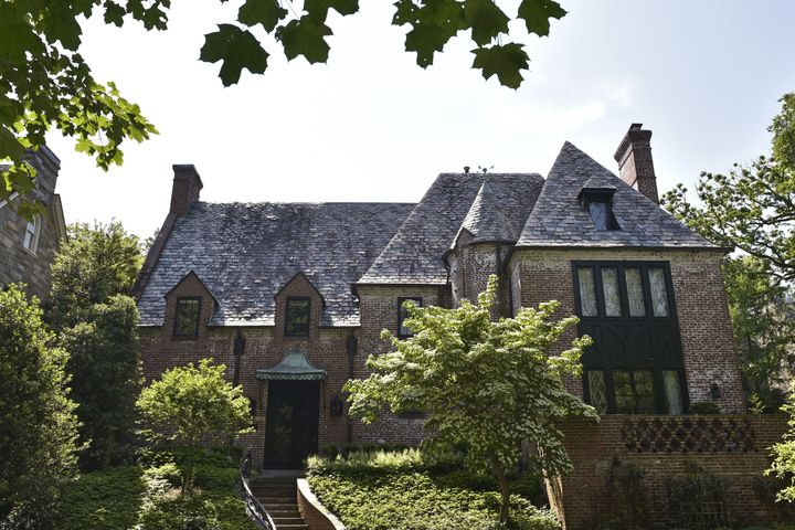 Obamas buy house they were renting in tony DC neighborhood