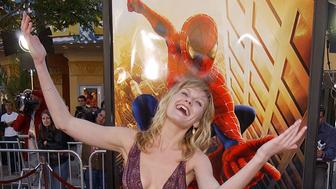 404521 41: Actress Kirsten Dunst attends the premiere of 'Spider-Man' April 29, 2002 in Westwood, CA. (Photo by Robert Mora/Getty Images)