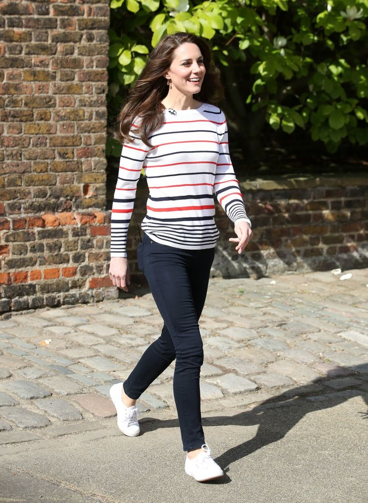 She paired her Supergas with a stripedtop to host a reception for runners before the London Marathon in April 2017.