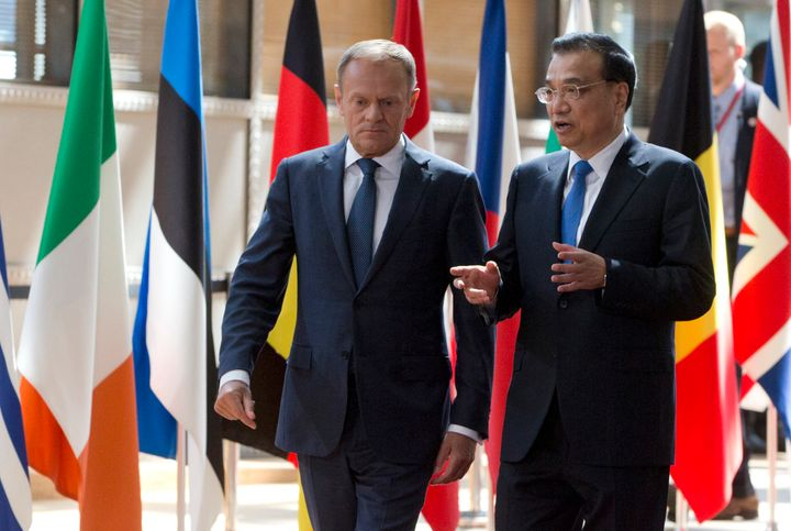 European Council President Donald Tusk (L) walks with Chinese Premier Li Keqiang upon arrival prior to the start of a EU Chin