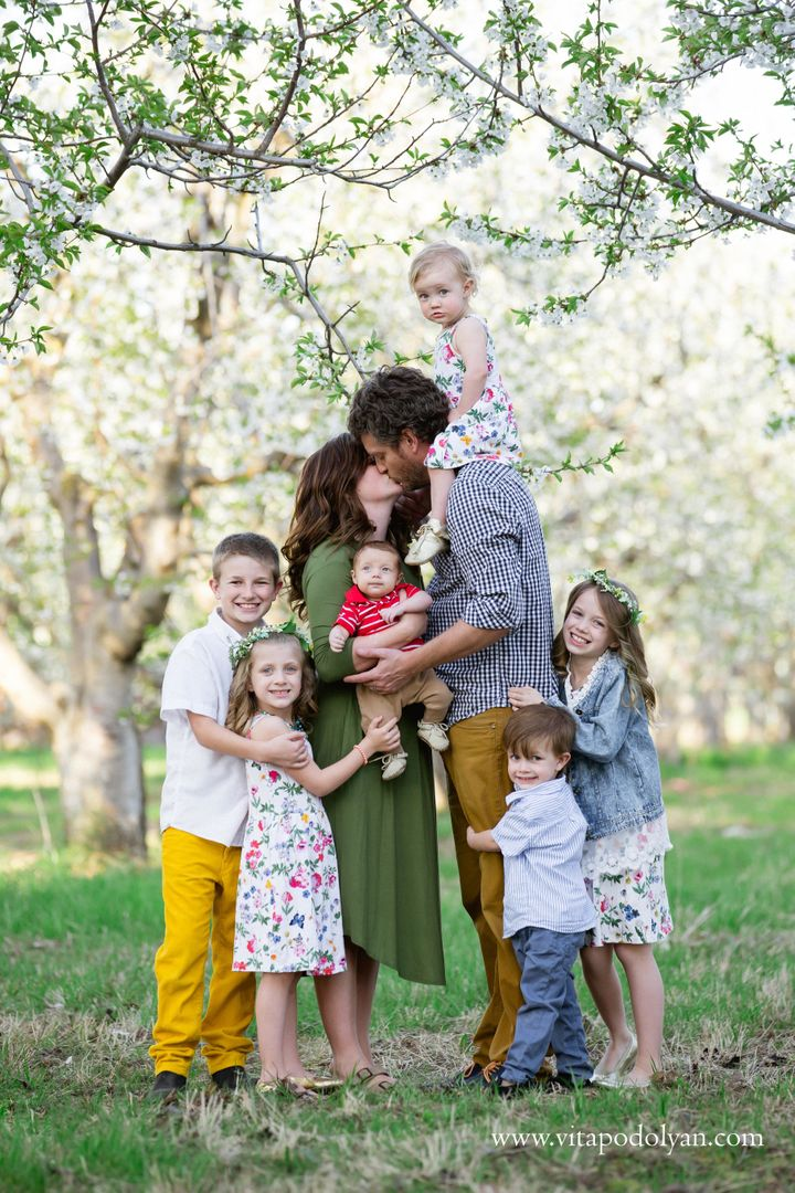 Ashton's kids include11-year-old Beck, 9-year-old Paisley, 5-year-old Penelope, 3-year-old Remington, 2-year-old Violet and 3-month-old Jorgen.