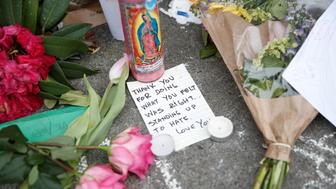 A note rests at a makeshift memorial for two men who were killed May 26 on a commuter train while trying to stop another man from harassing two young women who appeared to be Muslim, in Portland, Oregon, U.S. May 29, 2017. REUTERS/Terray Sylvester