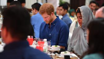 SINGAPORE - JUNE 04:  Prince Harry visits Jamiyah Singapore on the first day of a two day visit to Singapore on June 4, 2017 in Singapore.  (Photo by  Tim Rooke - WPA Pool/Getty Images)