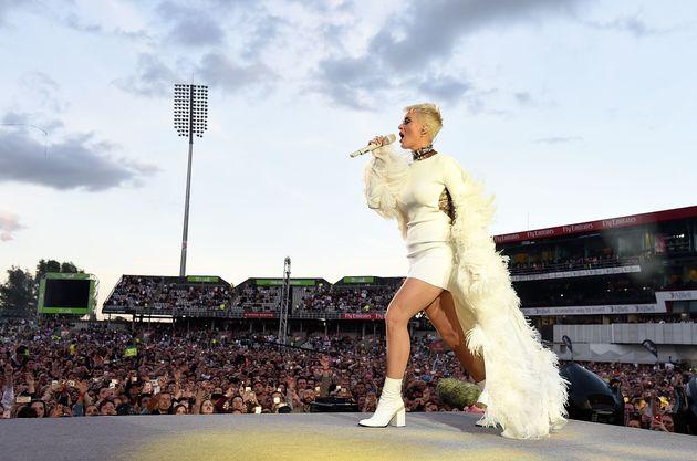 El bonito guiño del vestido de Katy Perry en el concierto de