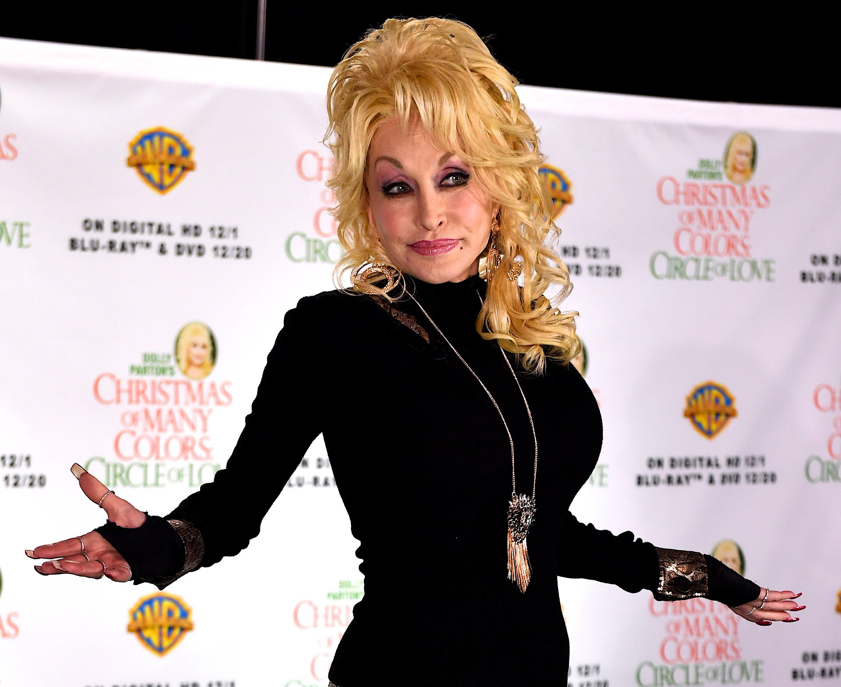 Graham Norton Reveals Dolly Parton's Trick For Keeping Her Waist Looking Perfect, And We're In Awe