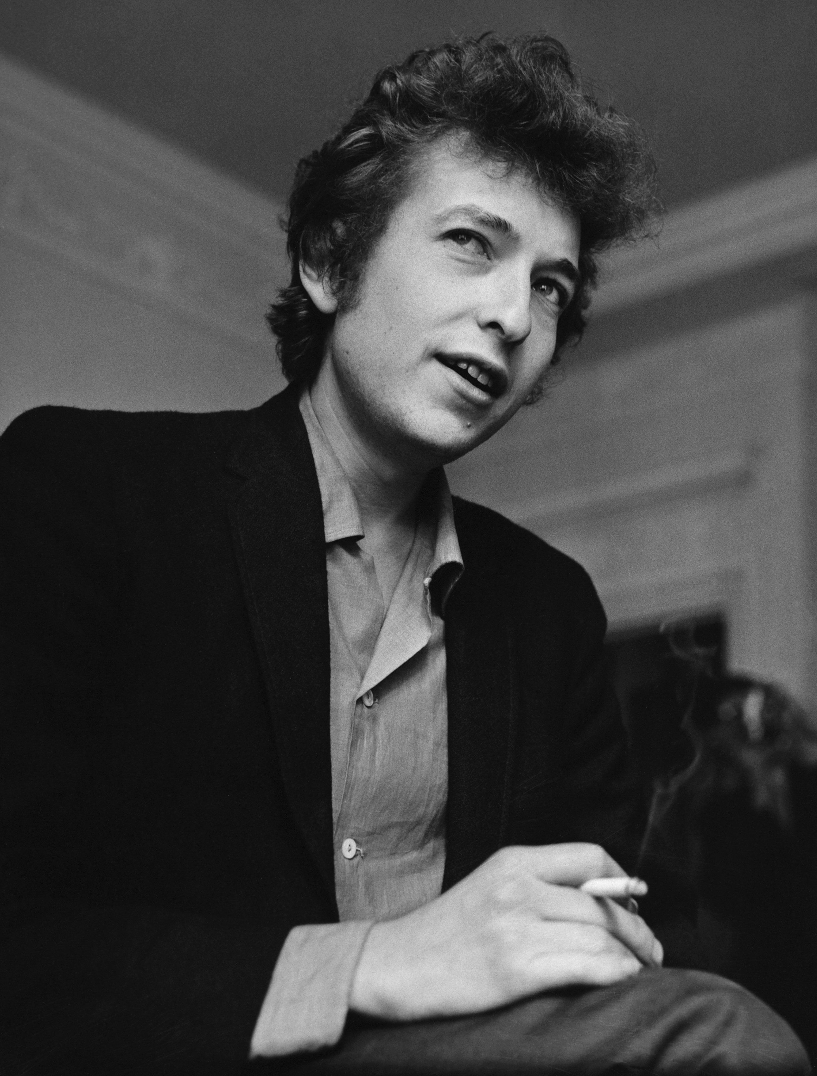 Bob Dylan (b. 1941) the cult American singer and songwriter, best known for his folk protest music during the 1960's. (Photo by © Hulton-Deutsch Collection/CORBIS/Corbis via Getty Images)
