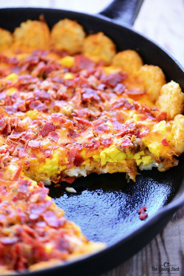 """<strong>Get the <a href=""""http://www.thegunnysack.com/tater-tot-breakfast-pizza/"""" target=""""_blank"""">Tater Tot Breakfast Pizza re"""
