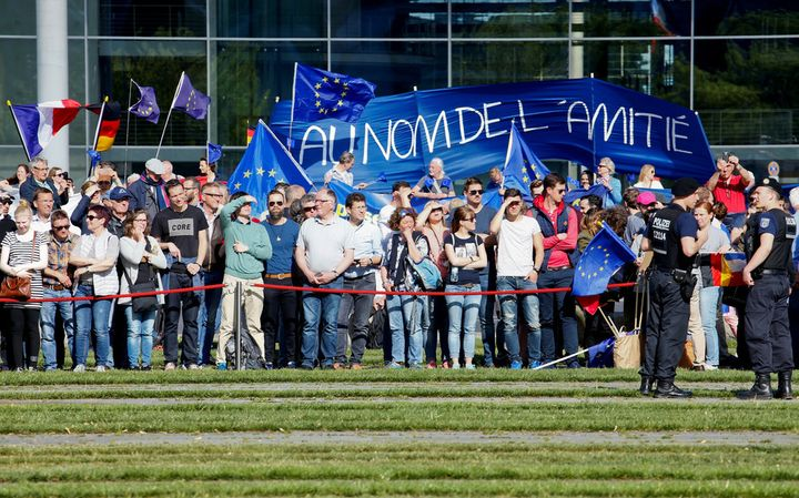 'Pulse of Europe' supporters hold banners before a meeting between Angela Merkel and Emmanuel Macron on May 15 2017 in Berli