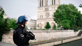 A French police officer holds a weapon as he stands near the entrance of Notre-Dame cathedral in Paris on June 6, 2017.  Anti-terrorist prosecutors have opened a probe after police shot and injured a man who had tried to attack an officer with a hammer outside Notre Dame cathedral. The officer was slightly injured in the attack outside the world-famous landmark in central Paris. One of his colleagues responded by shooting him, wounding the attacker, whose motives were not immediately known, according to a police source.   / AFP PHOTO / Martin BUREAU        (Photo credit should read MARTIN BUREAU/AFP/Getty Images)