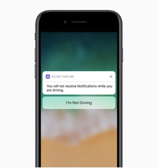 Presto il vostro iPhone potrebbe impedirvi di mandare messaggi mentre siete alla