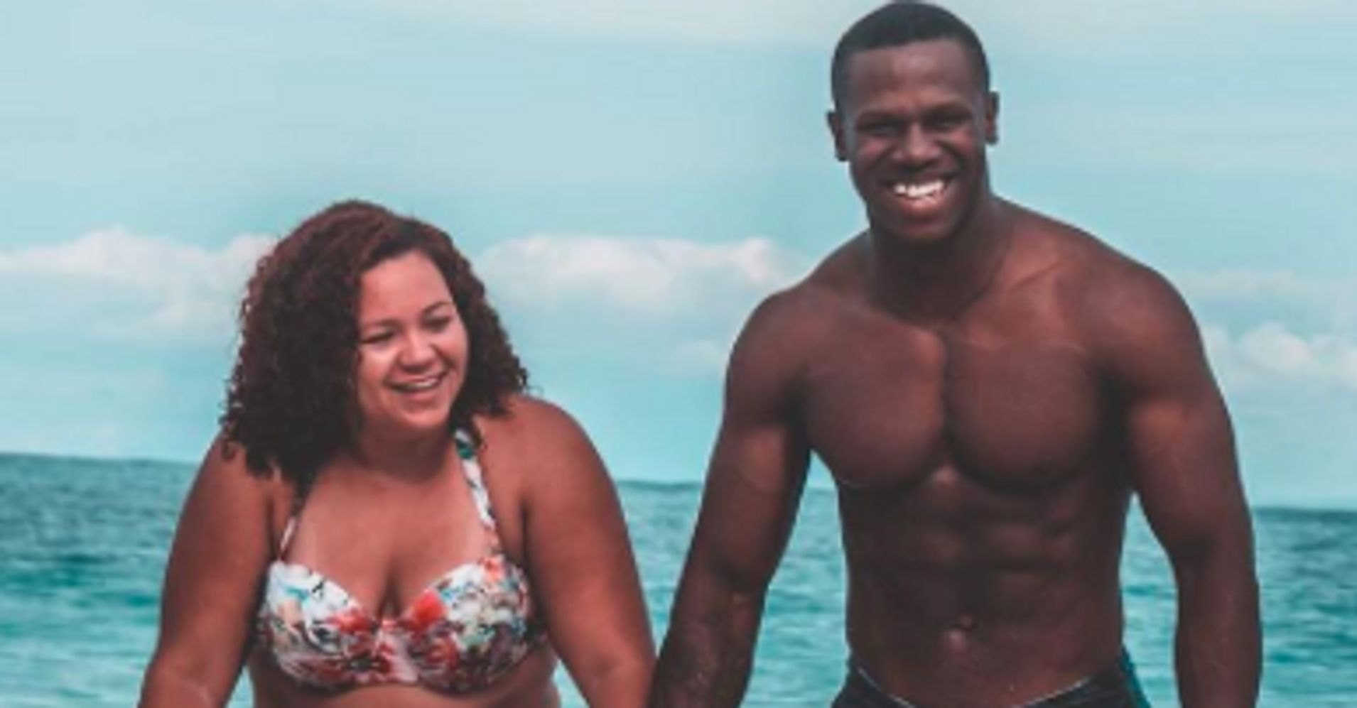Couples Bathing Suit Photo Is Going Viral For An -2116