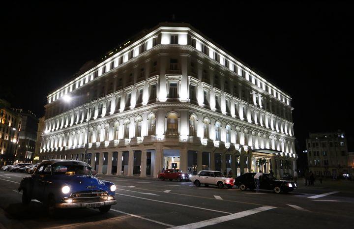 The Gran Hotel Manzana at night.