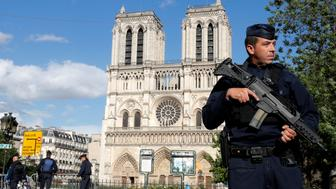 French police and gendarmes stand at the scene of a shooting incident near the Notre Dame Cathedral in Paris, France, June 6, 2017.  REUTERS/Philippe Wojazer