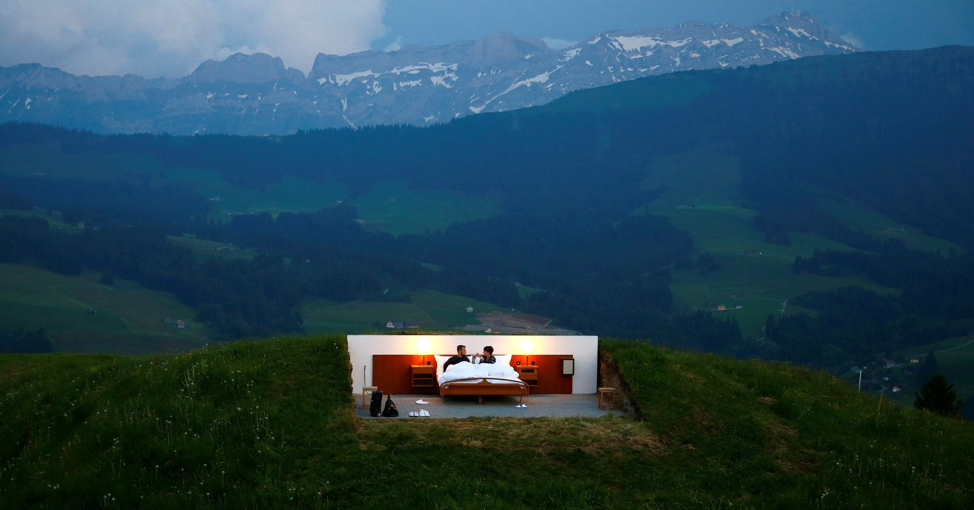 This swiss 39 hotel 39 doesn 39 t even have a roof but it comes with a - Hotel de montagne suisse ...