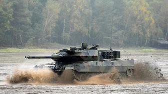 A Leopard 2 tank crosses a river during a German army, the Bundeswehr, training and information day in Munster, Germany, October 9, 2015. REUTERS/Fabian Bimmer