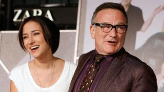 "Actor Robin Williams (R) star of the new film ""Old Dogs"" poses with his daughter Zelda Williams as they arrive in Hollywood, California November 9, 2009. REUTERS/Fred Prouser    (UNITED STATES ENTERTAINMENT)"