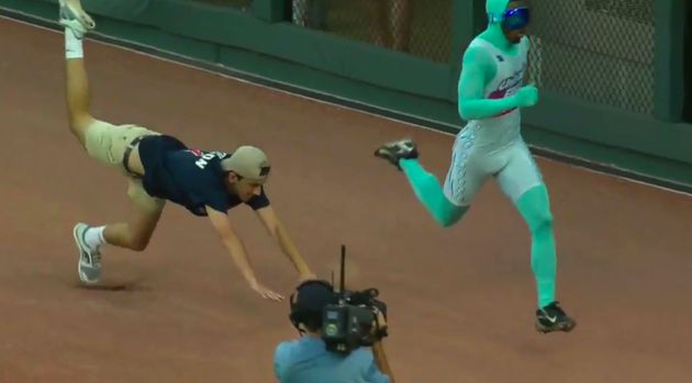 Atlanta Braves' 'Beat the Freeze' runner is really, really fast