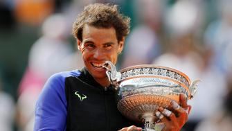 Tennis - French Open - Roland Garros, Paris, France - June 11, 2017   Spain's Rafael Nadal celebrates with the trophy after winning the final against Switzerland's Stan Wawrinka   Reuters / Benoit Tessier     TPX IMAGES OF THE DAY
