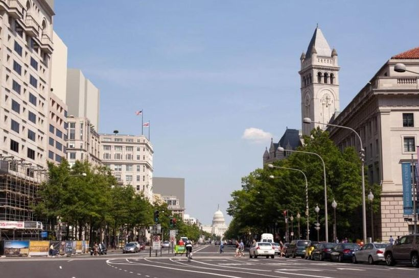 Pennsylvania Avenue, NW, envisioned with a 200-foot height maximum (left), a width-to-height ratio of 1:1.25.