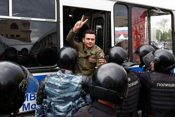 Riot police detain Russian opposition figure Ilya Yashin.
