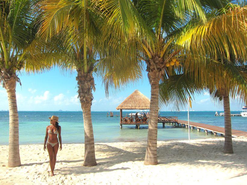 "Beach at <a rel=""nofollow"" href=""http://www.palaceresorts.com/islamujerespalace/"" target=""_blank"">Isla Mujeres Palace Resort<"