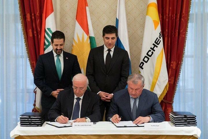 The Minister of Natural Resources for the Kurdistan Regional Government Ashti Hawrami and Rosneft CEO Igor Sechin sign an oil