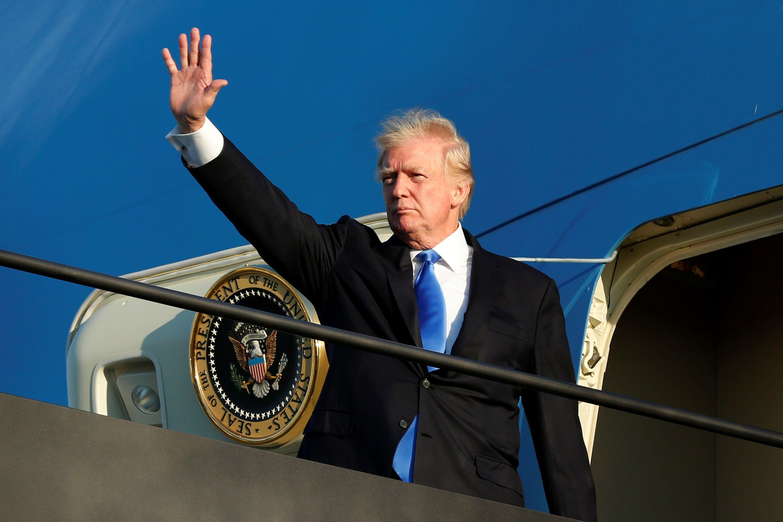 U.S. President Donald Trump waves before his departs from Newark Liberty International airport after a weekend at Trump National Golf Club in Bedminster, New Jersey, U.S., June 11, 2017. REUTERS/Yuri Gripas