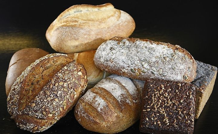 Whether your blood sugar spikes after eating whole wheat or white bread depends on the microbes in your gut.