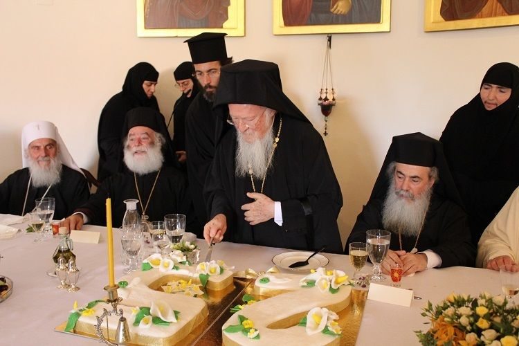 <em>His All-Holiness cuts the surprise congratulatory cake representing his twenty-five years on the Ecumenical Throne, at th