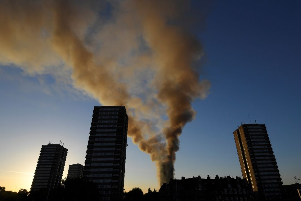 A smoke trail from the fire could be seen wafting for miles throughout London.