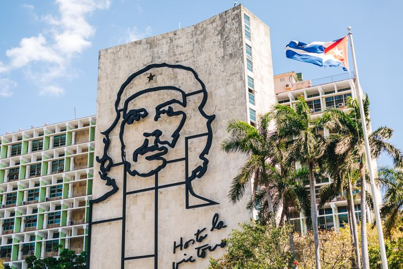 """<a rel=""""nofollow"""" href=""""https://www.thetravelpockets.com/new-blog/48-hours-in-cuba"""" target=""""_blank"""">Che Guevara's image is ev"""