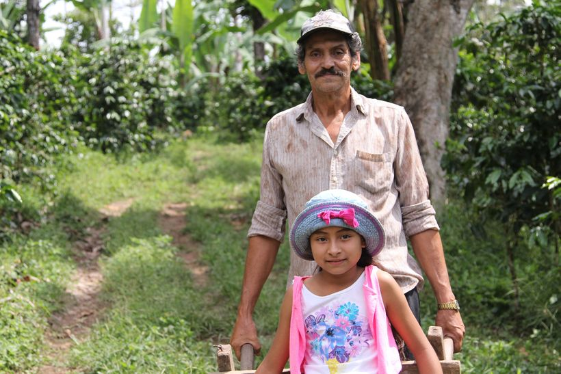Nicaraguan coffee farmer Gustavo Adolfo Talavera Herrera and his granddaughter, Maryerling.