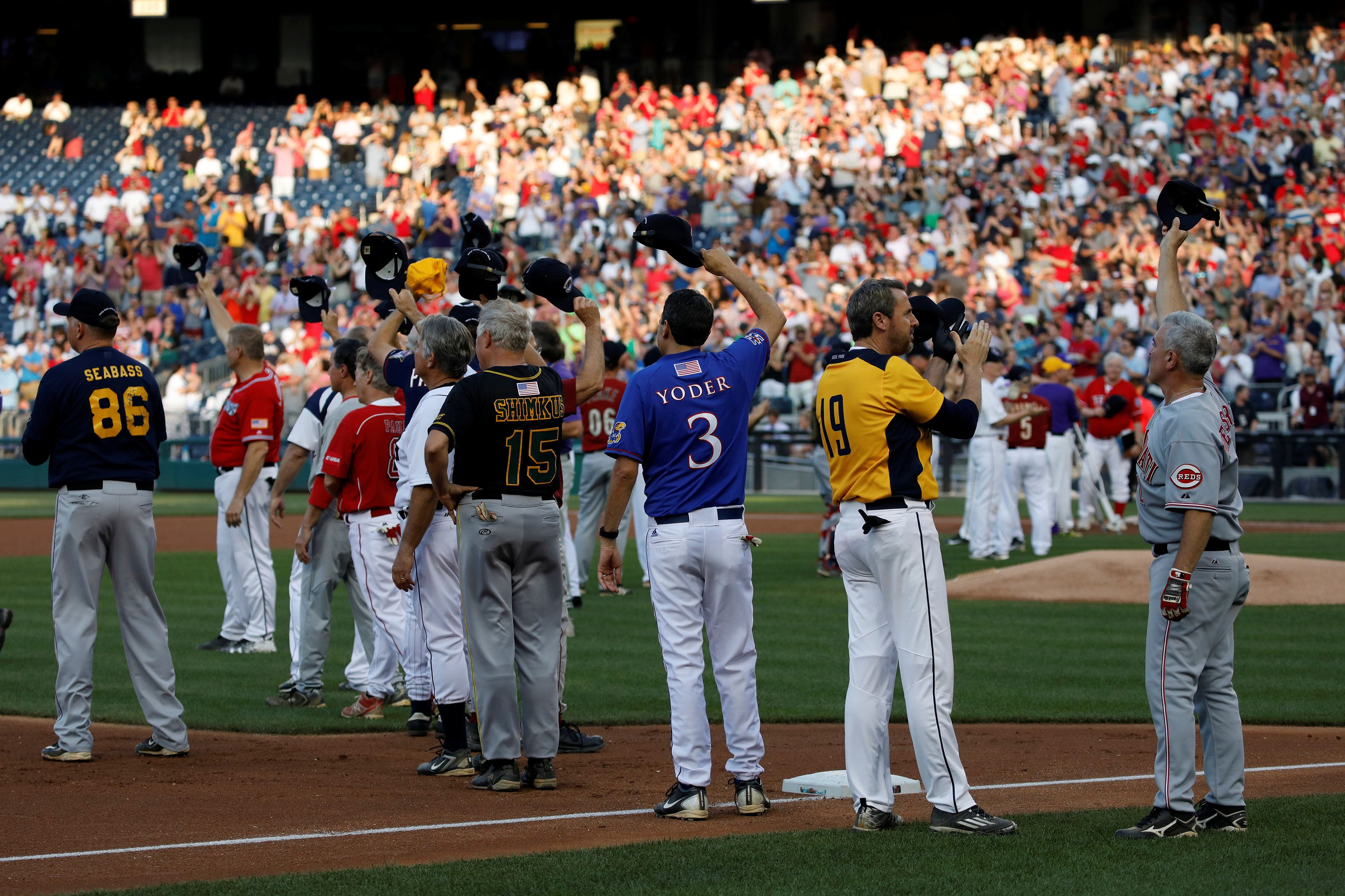 Members of the the Republican and Democratic teams tip their caps to Rep. Steve Scalise during the Congressional Baseball Game at Nationals Park in Washington, U.S., June 15, 2017. REUTERS/Aaron P. Bernstein