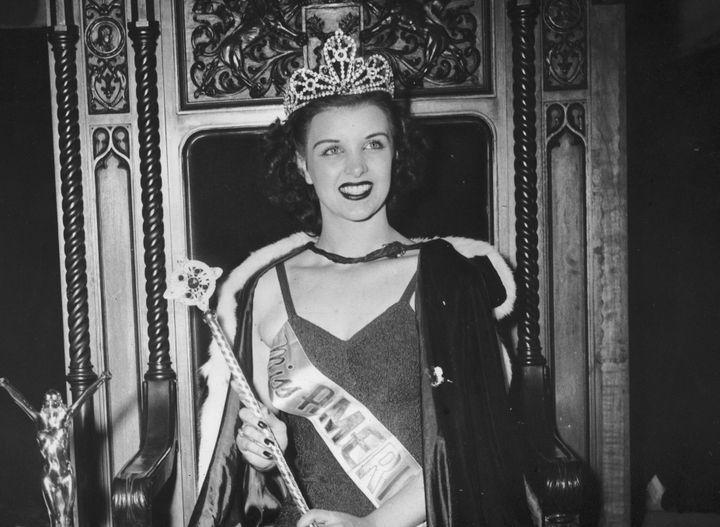 In 1944, Venus Ramey sits in her throne as Miss America.