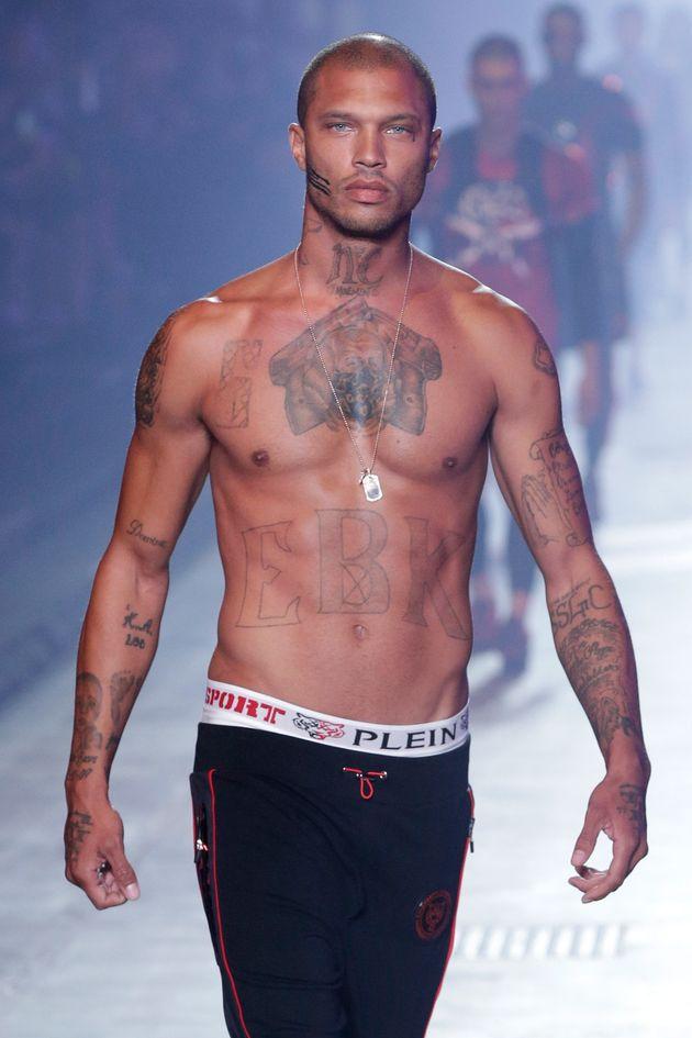 Jeremy Meeks, el preso más guapo del mundo, acapara las miradas en Milan Fashion